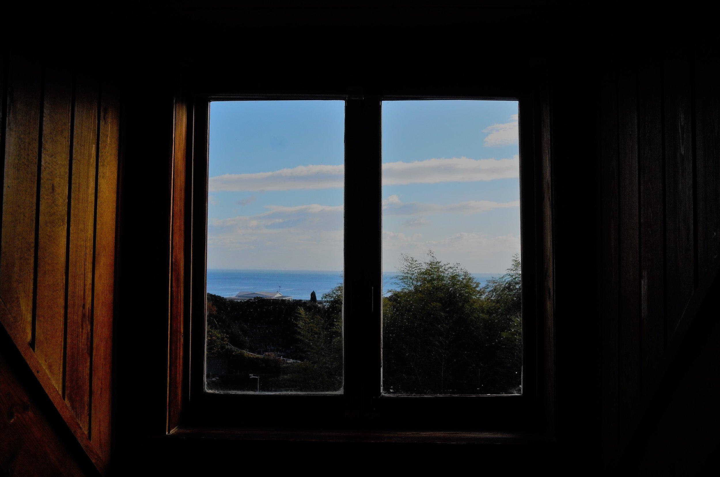 cottage窓.jpg