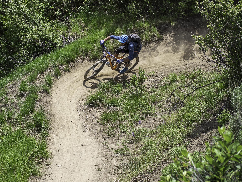 Speedy Cornering on Seven Stars trail - Joel