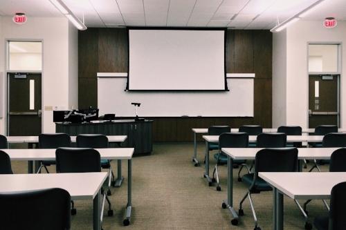 classroom-1910014_1920.jpg