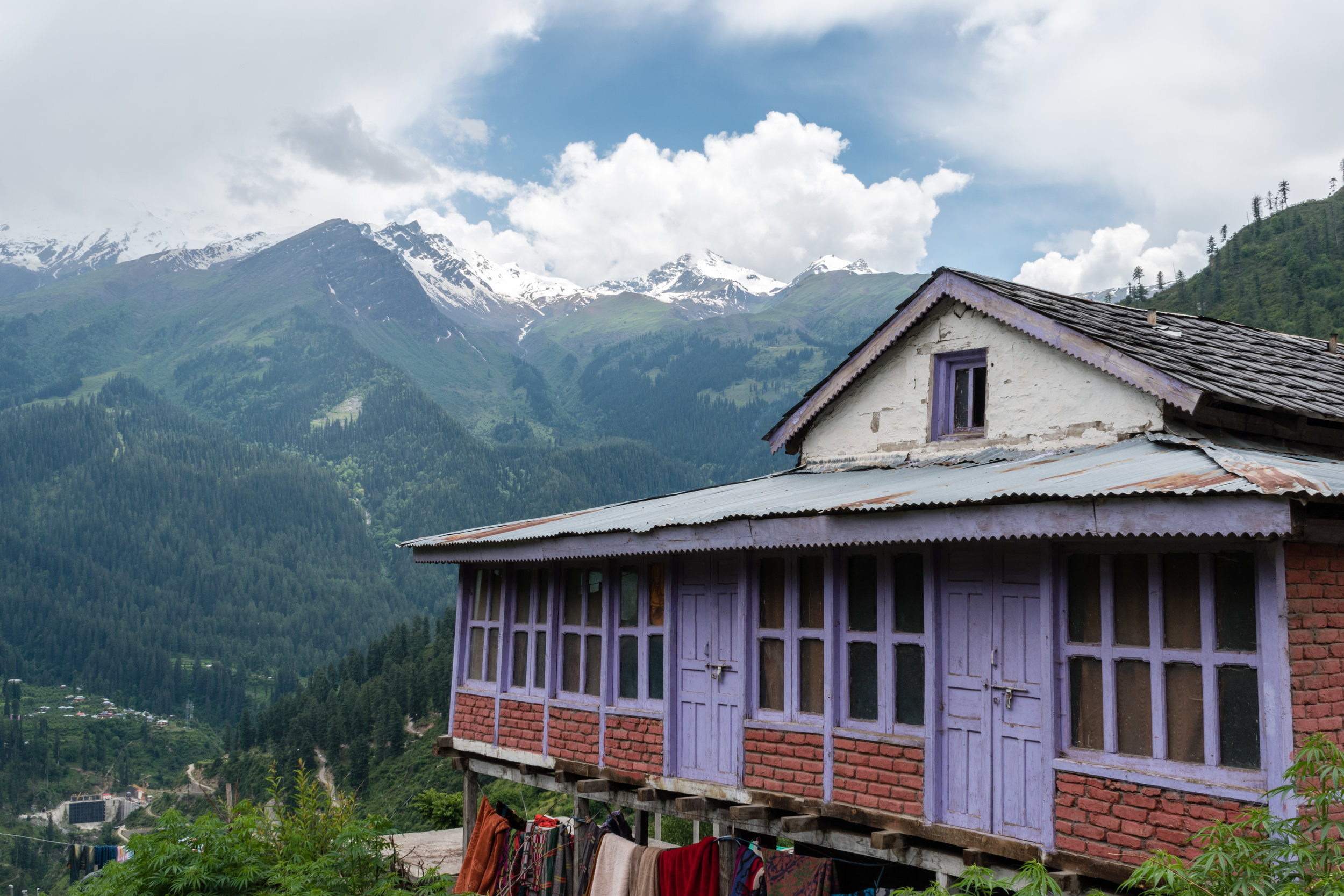 A Ramshackle House On The Hill In Tosh, India