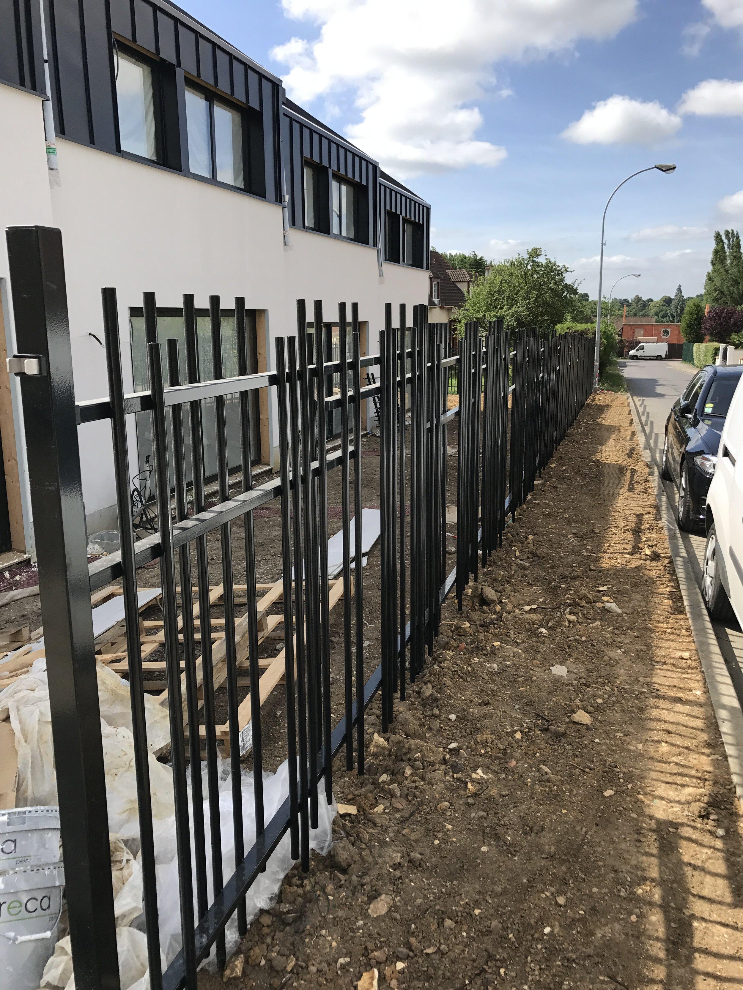 Mise en place des clôtures de la résidence