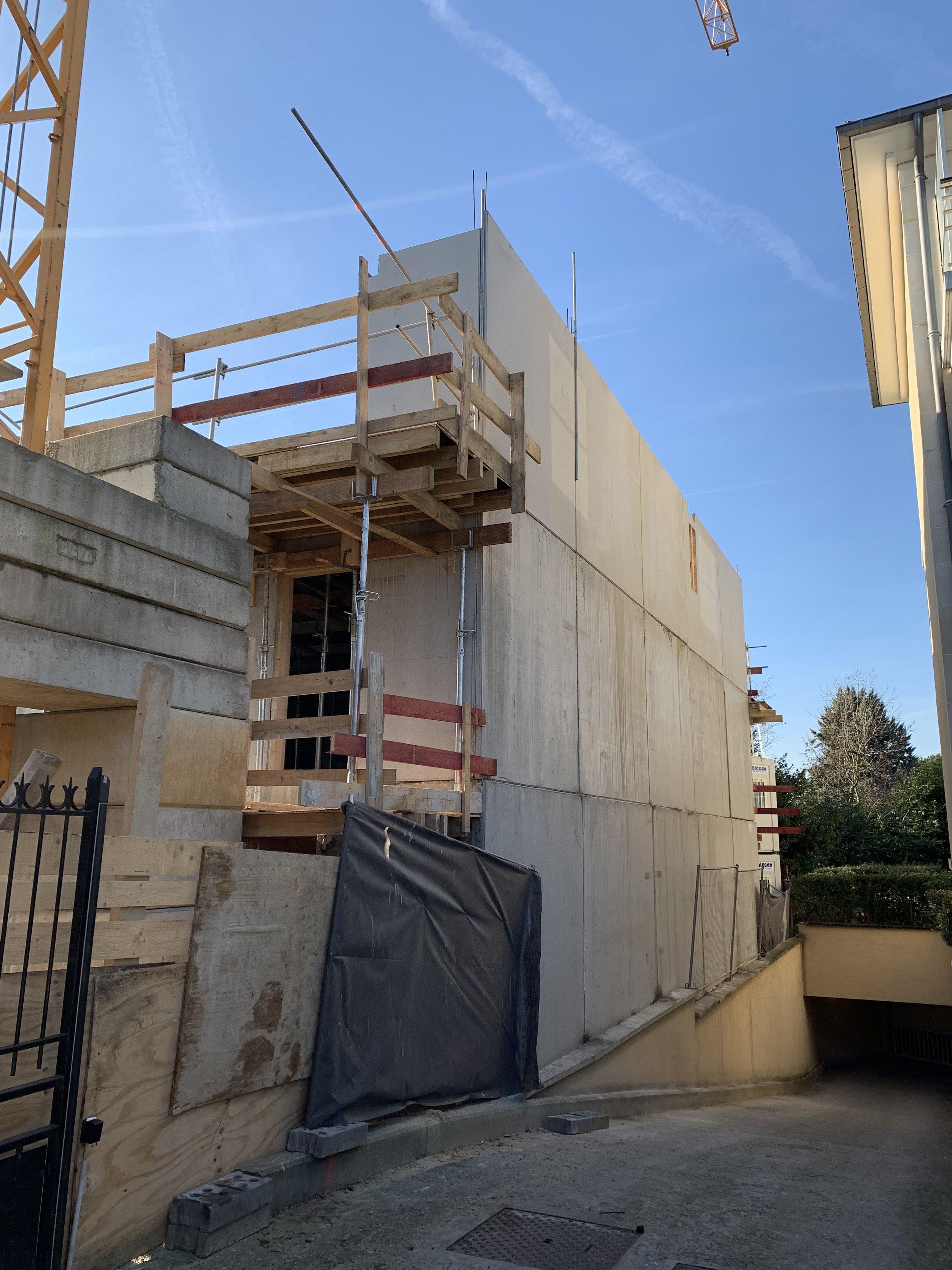 Installation des pré-murs du R+2