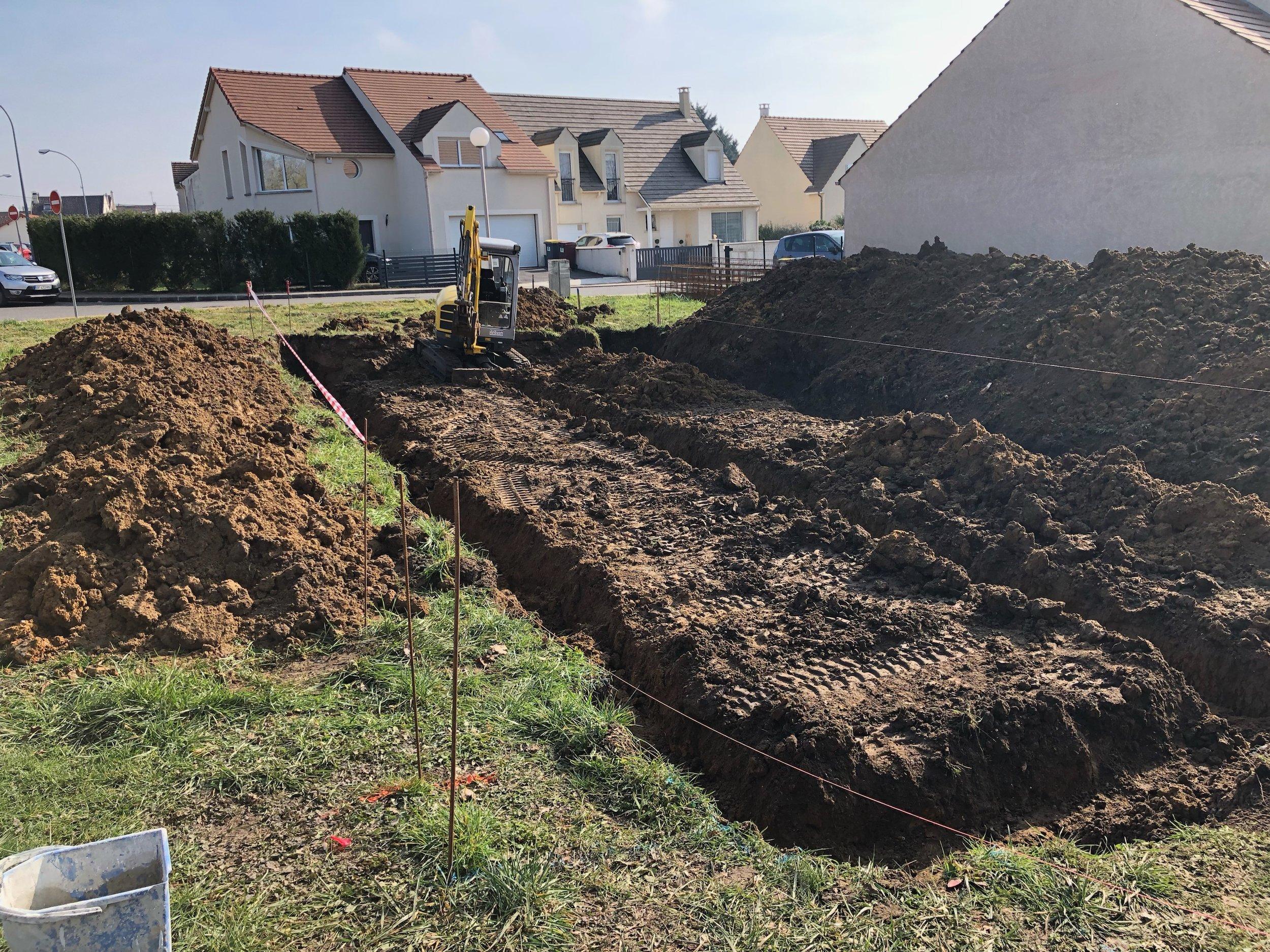 Ouverture des fouilles pour la réalisation des fondations