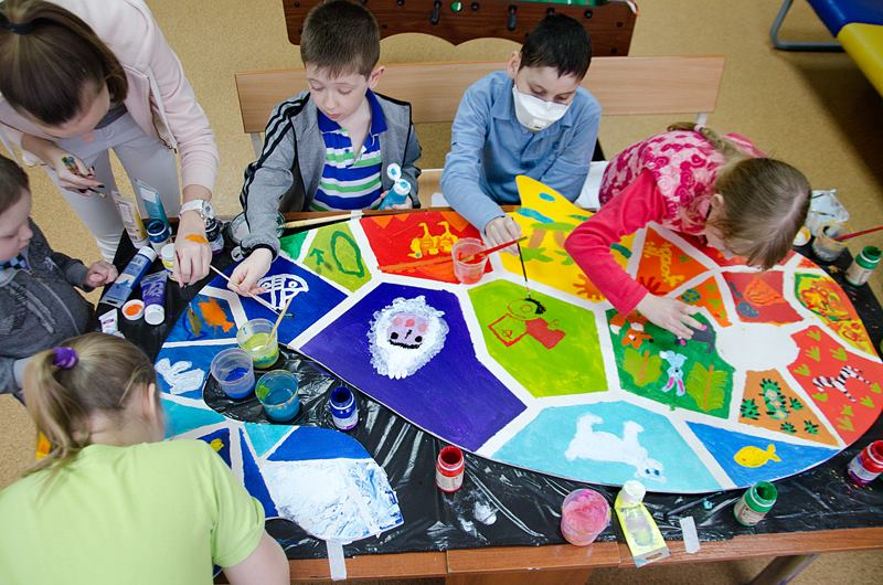 art therapy program of Podari Zhizn Charity (Gift of Life) for children suffering from cancer