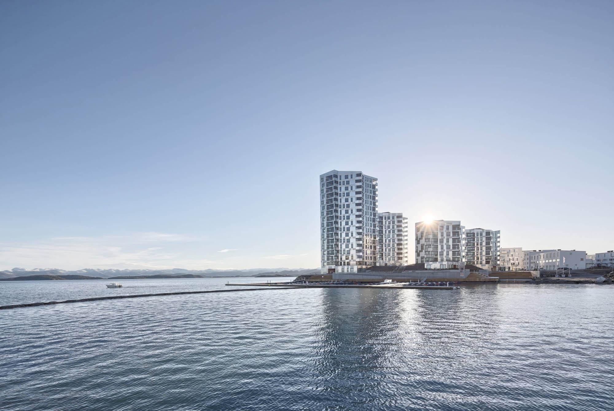 Inspirasjon/referanseprosjekt er Lervig Brygge ved innseilingen til Stavanger. Også tegnet av Atelier Oslo