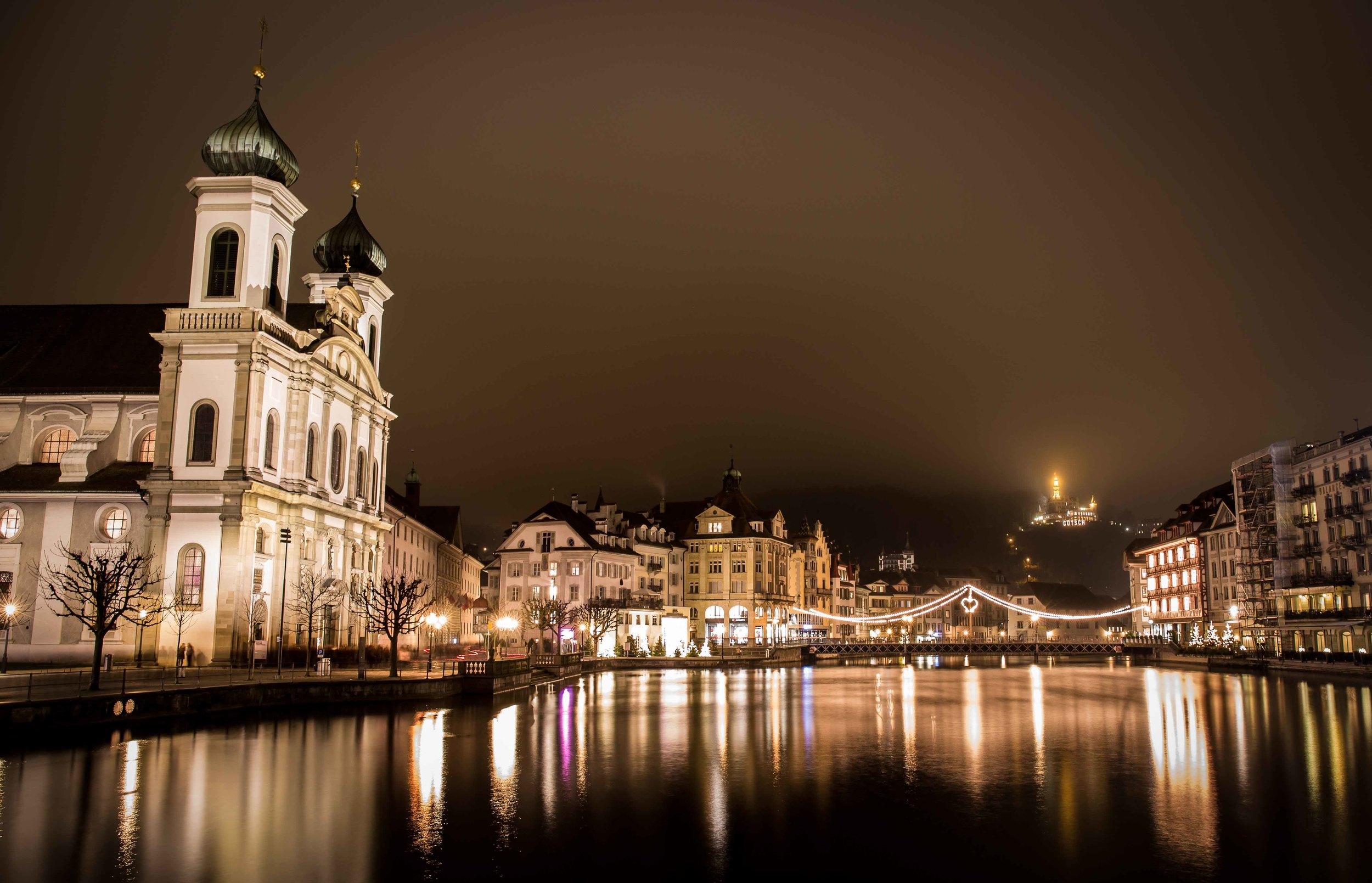 Jesuitenkirche Gütsch Nachts-.jpg