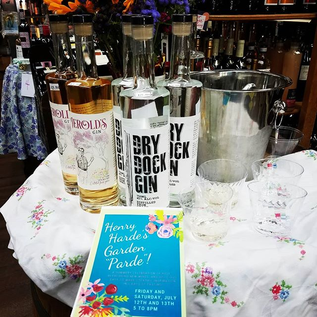 Beat the heat and stock up for summer cocktails ar Henry Harde's Garden Parde in Bay Ridge ar 9314 3rd Ave! We tasting gin and tonics with Dry Dock and Jerold's and you can also taste a lovely variety of summer wines!  #localspirits #localgin #localbooze #brooklynspirits #brooklyn #nyc #gin #liquor #spirits #craftspirits #freebooze #craftgin #tasting #bayridge #newyorkspirits #newyorkgin #newyork #newyorkcity