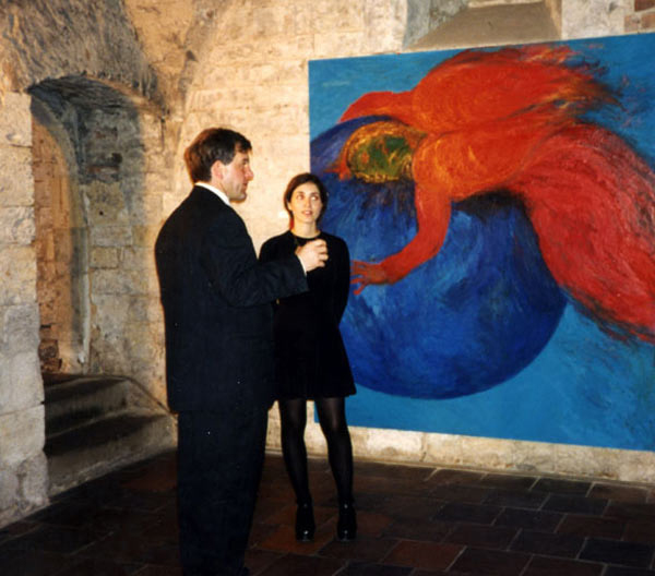 1994, with visitor at Kardos's exhibition at Czech Museum of Fine Arts