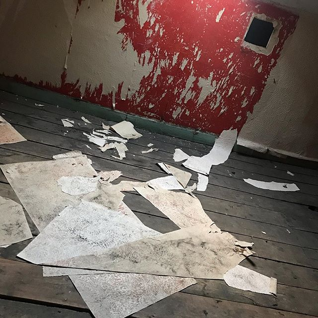 Markings of time as a friend opens a secret door... I wonder about the people who once lived here, and what remains, and how time jotted down this abstract painting on the wall ... #londontimelapse #installationart #abandonedplaces #photographersofinstagram #foundobjectart #foundobjects #contemporaryhomes #artcurator #artcollector