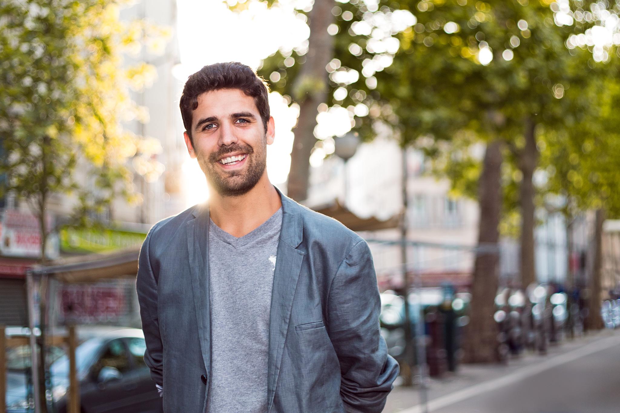 smiling parisienne freelancer