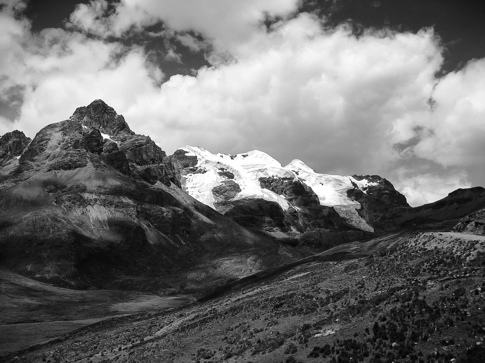 huaraz_puma-pampa_aguas-gasificadas-1071-_partly-snowcovered-mountains-and-valley.jpg