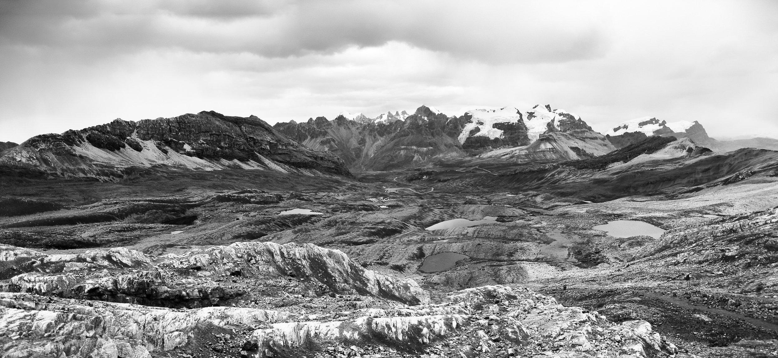 huaraz_nevado_pasto_ruri_cumbre_5400m-1106-7-_high-rock-valley-with-mini-lakes.jpg