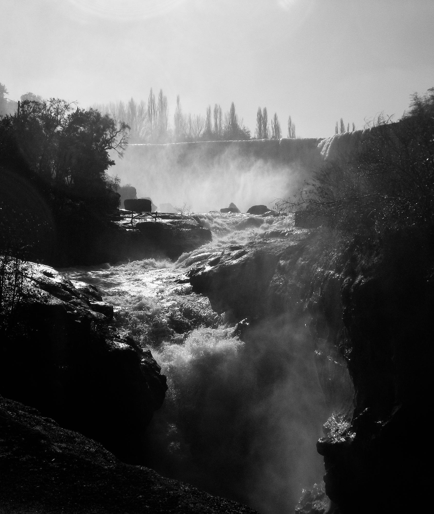 los-angeles_waterfall-9886-_steamy-rapid-into-dark-drop.jpg