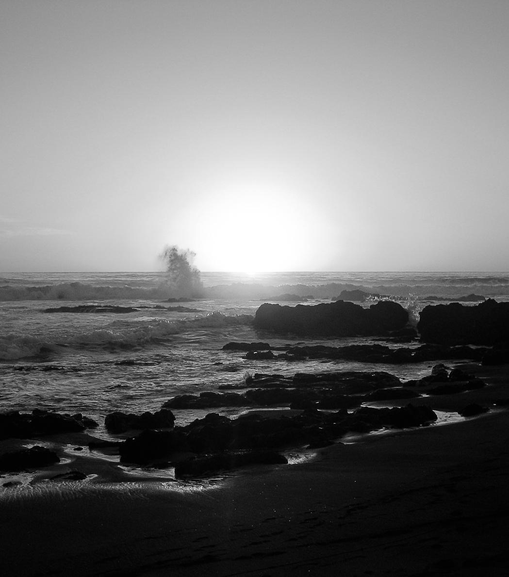pichilemu-0077-_waves-on-rocks-splash-in-sunlight.jpg