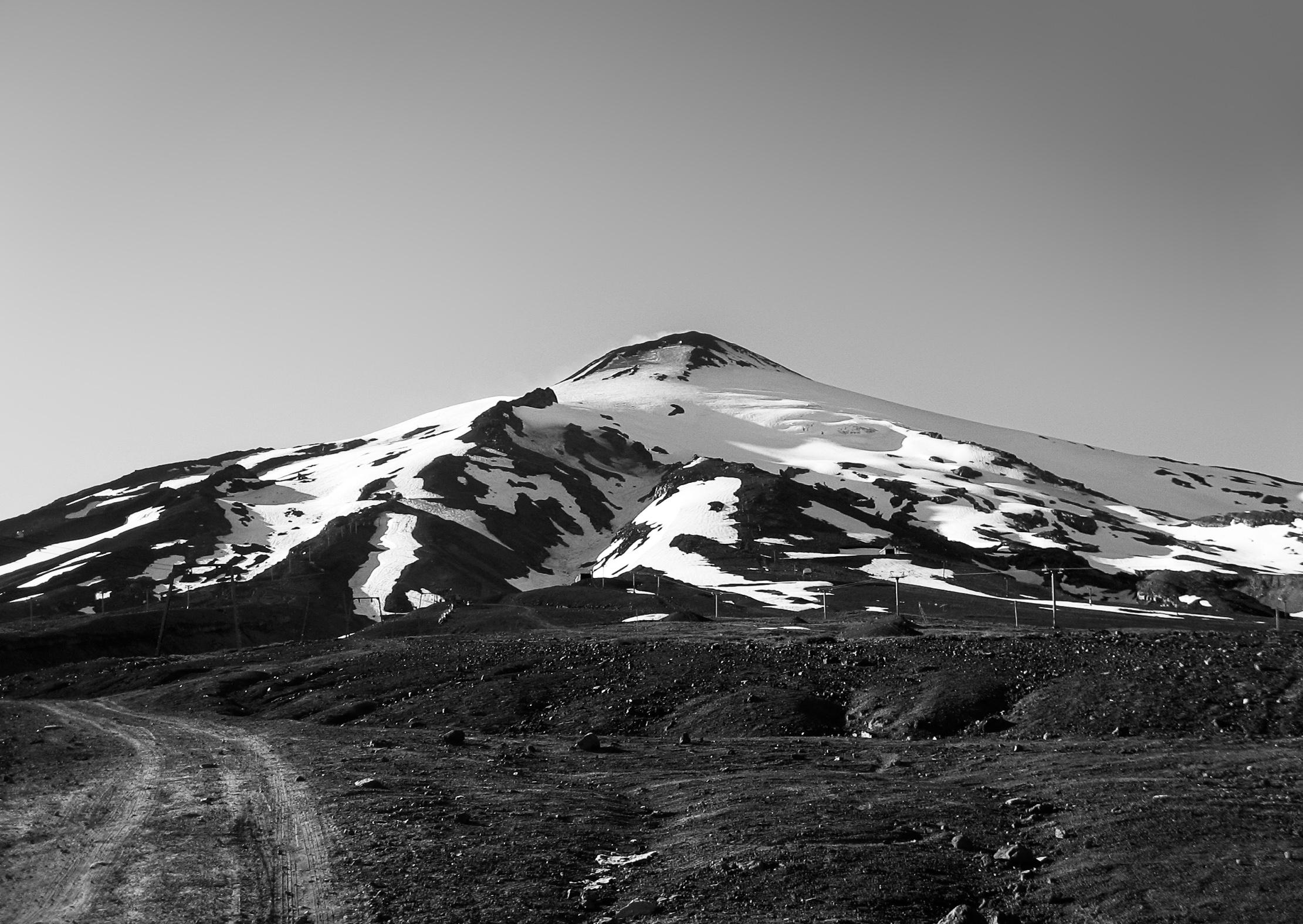 pucon_villarrica_volcano-excursion-227-_volcano-villarrica-from-dirtroad.jpg