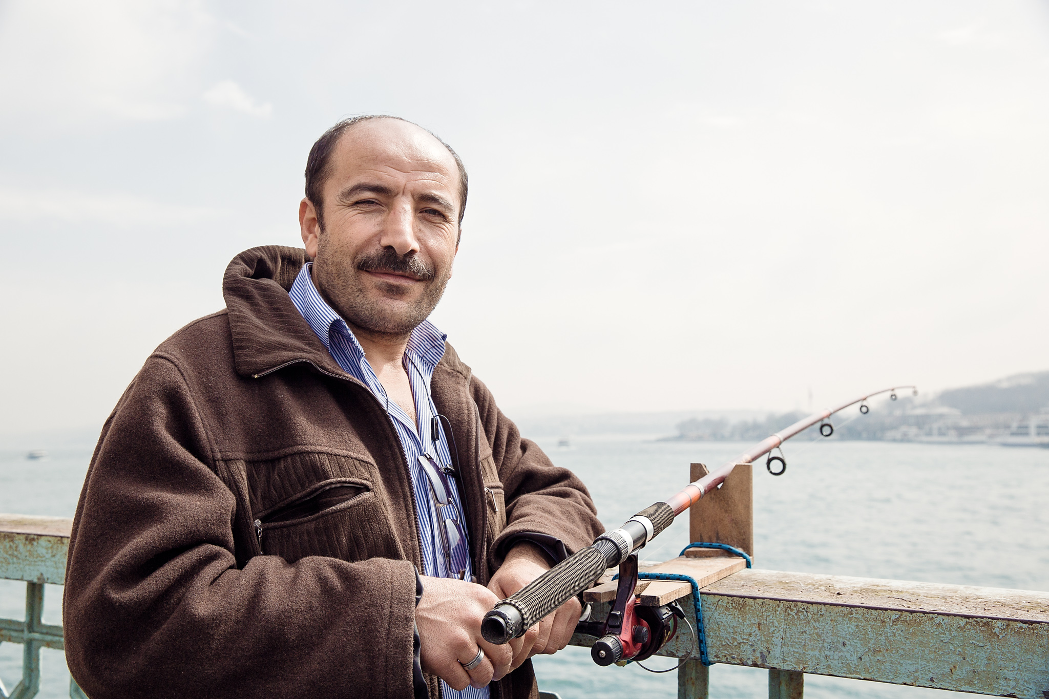 istanbul_galata-bridge-0950-fisherman-friendly.jpg