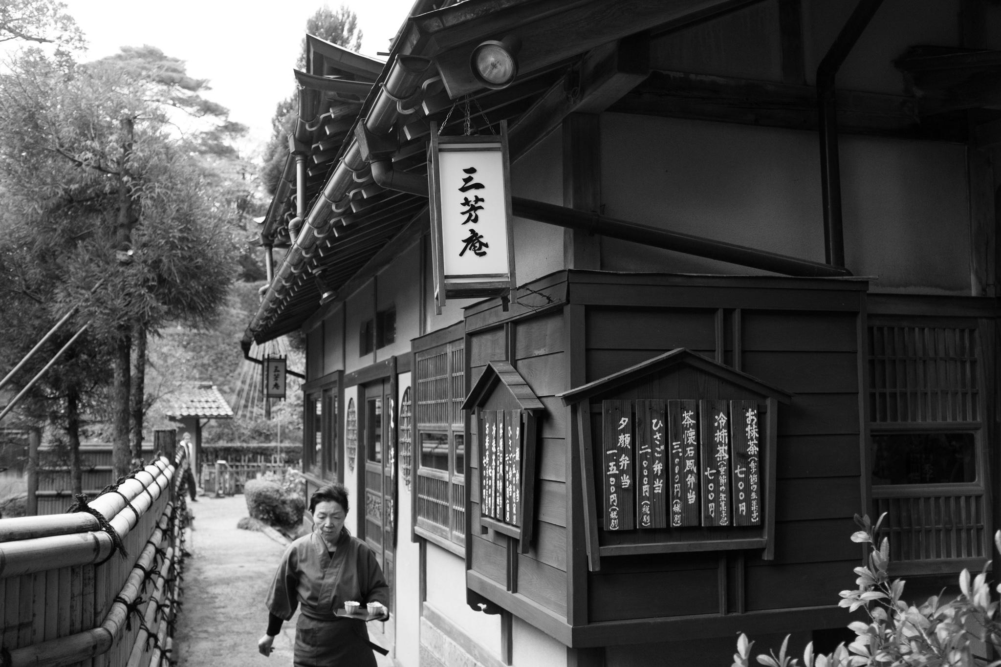 7534-japan-street-autumn-lights.jpg