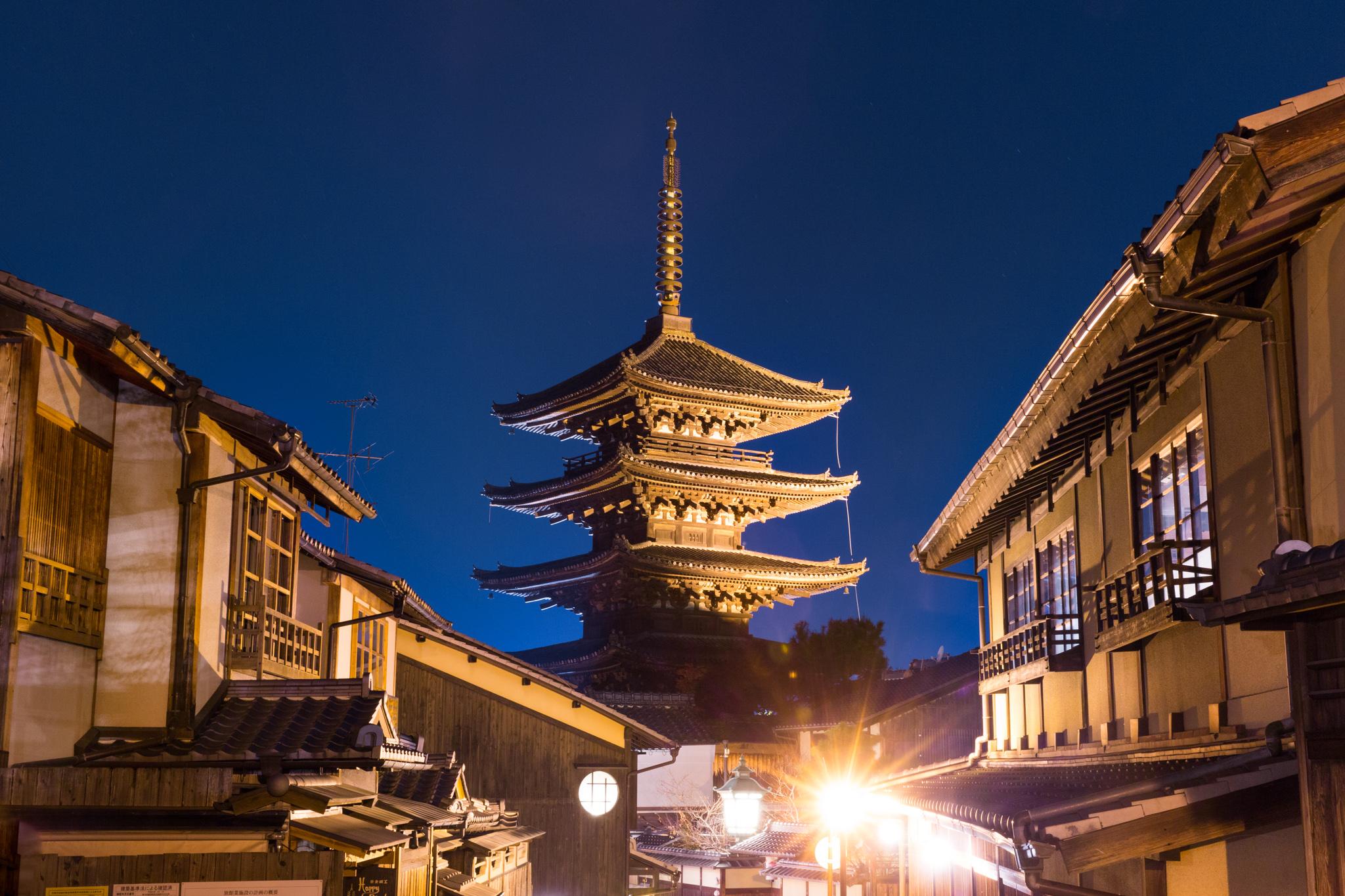 5126-japan-urban-orange-gate.jpg