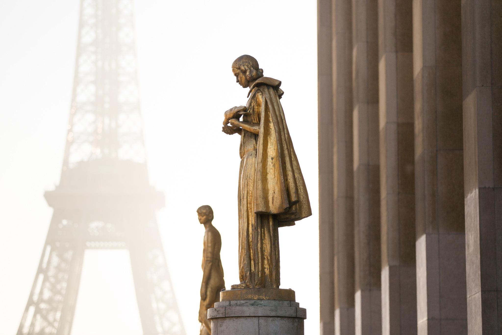 9653-famous-urban-photograph-in-paris.jpg