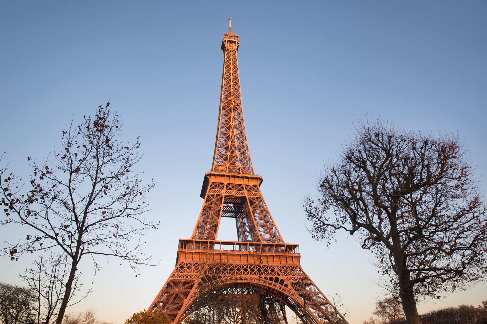 9553-famous-urban-photograph-in-paris.jpg