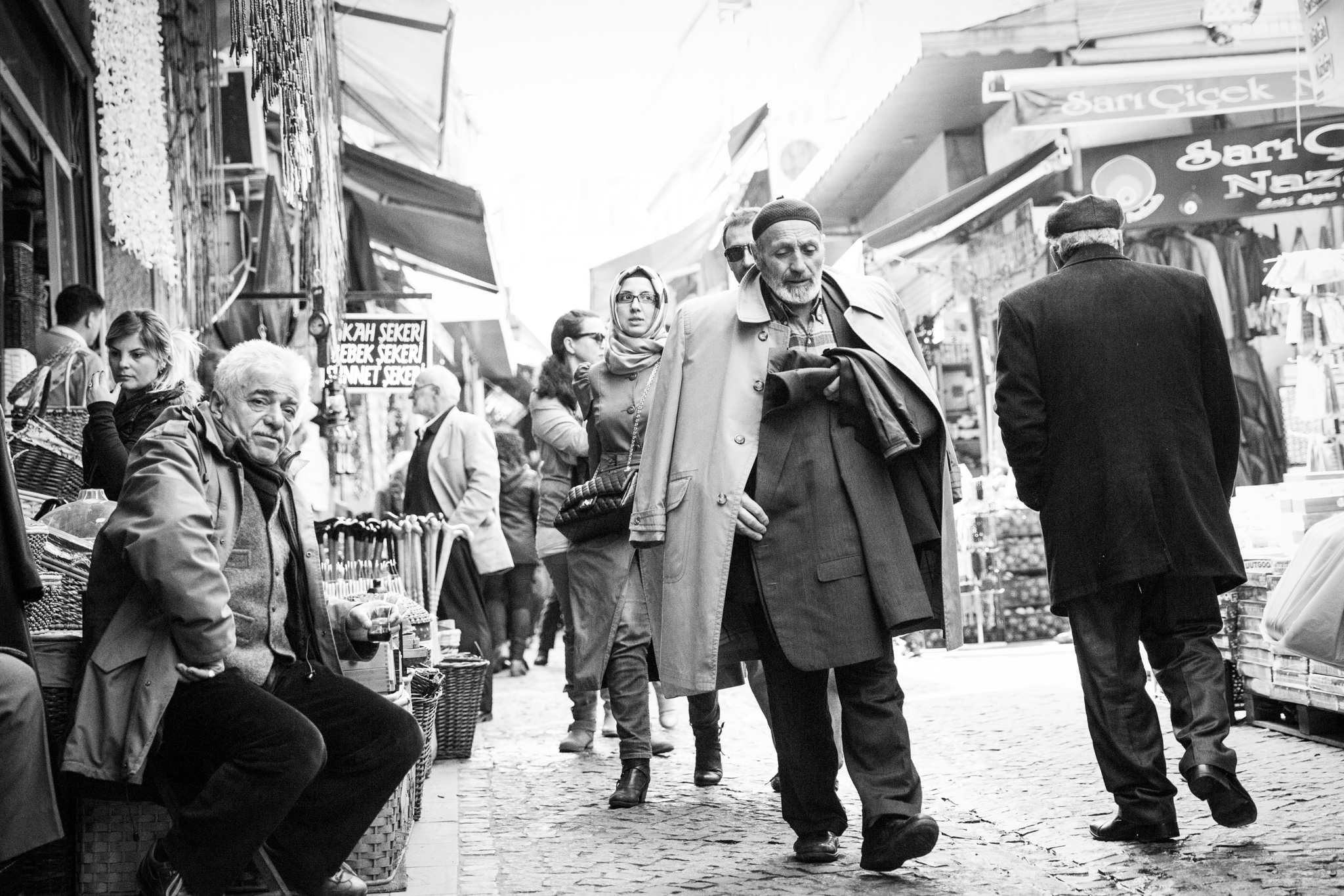 istanbul_hasircilar-cad-market-street-area-1016-man-with-many-jackets.jpg