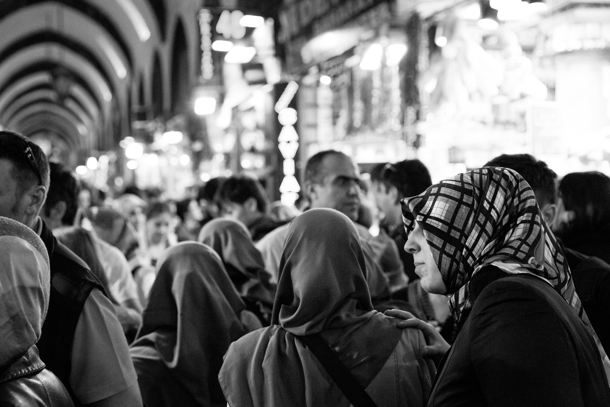 istanbul_misir-carsisi-spicemarket_inside-1691-group-of-scarved-women-walking-away.jpg