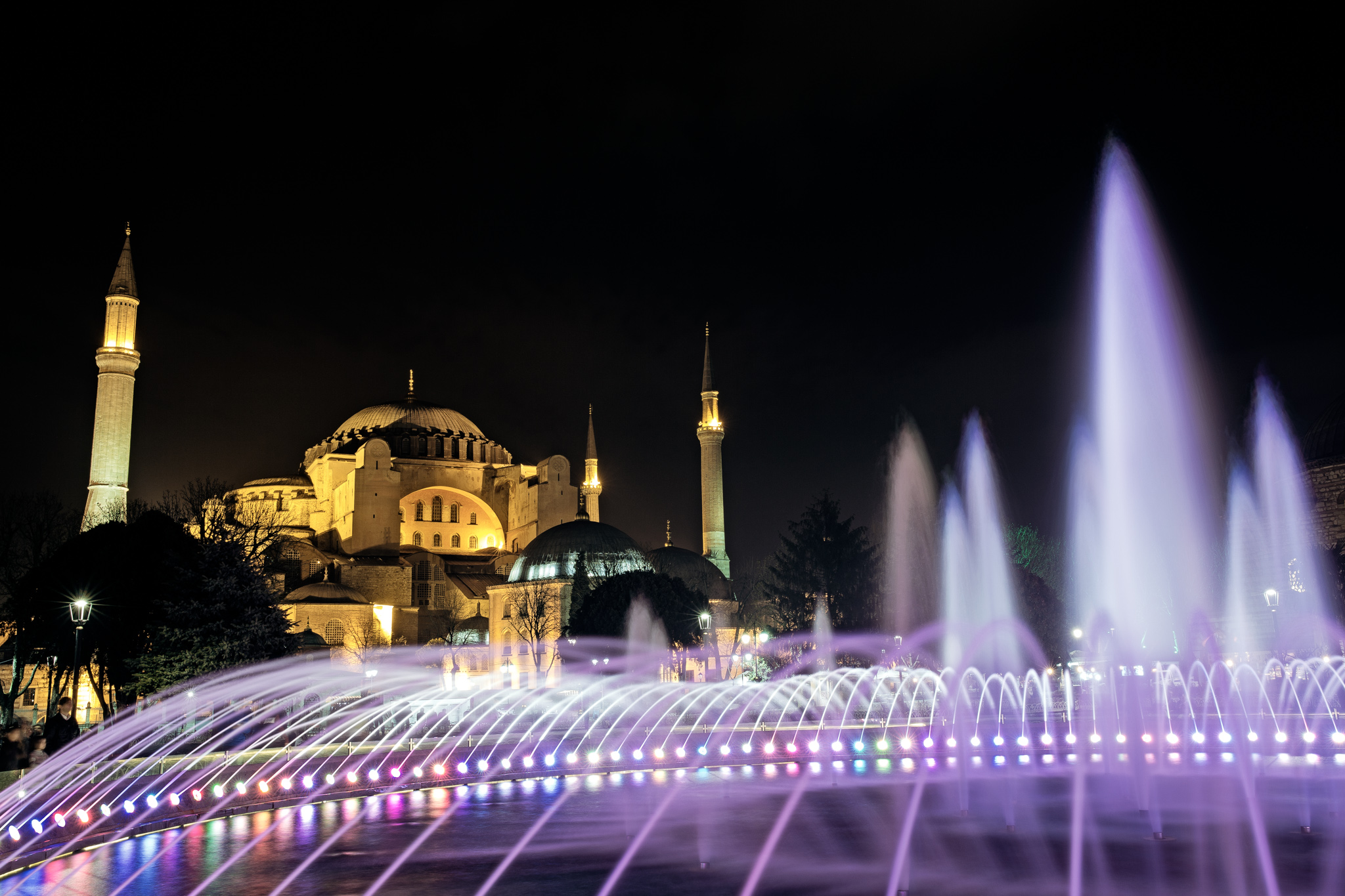istanbul_ayasofya_outside-1408-behind-fountain-pink-nightshot.jpg