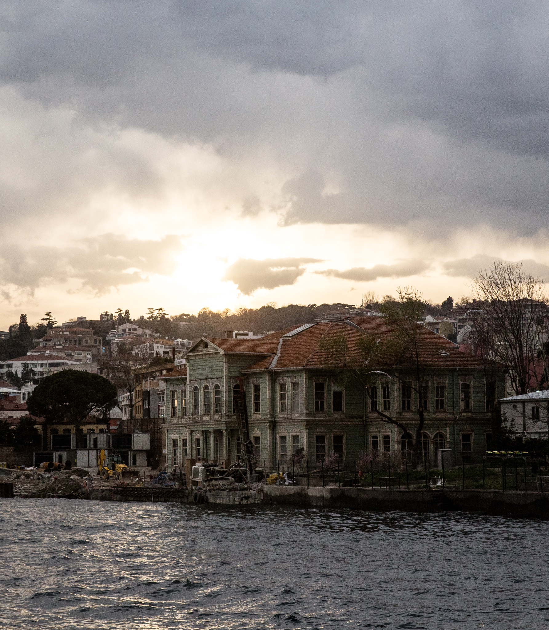 istanbul_bosphorus-boat-trip-1830-edit_sunset-over-green-wooden-building.jpg