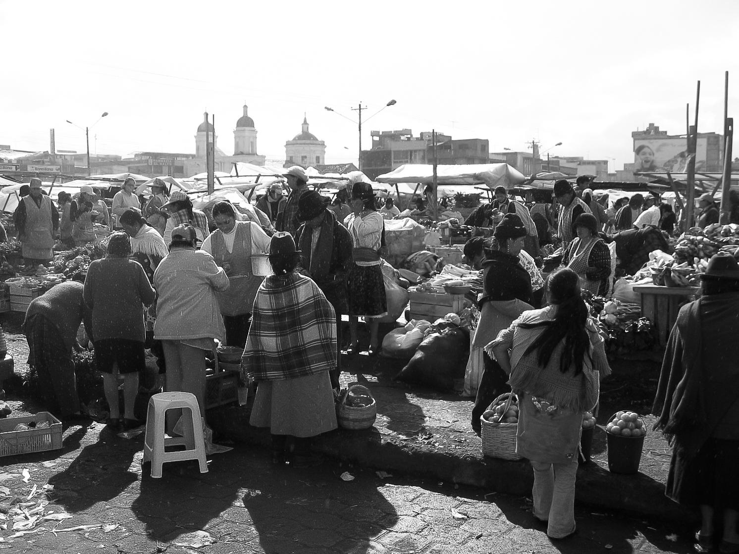 latagunga_town-8880-_market-crowd-backlit.jpg
