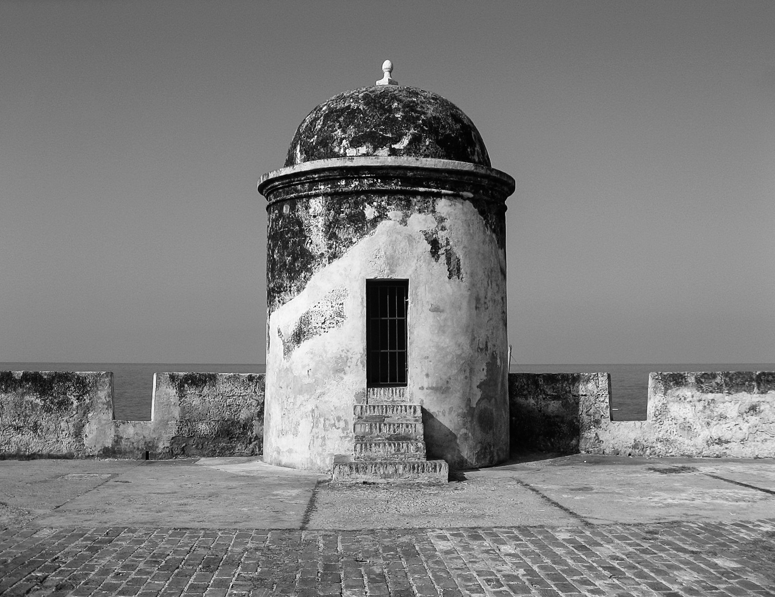cartagena_old-city_and_on-top-of-walls-1346-wall-tower-front-on.jpg