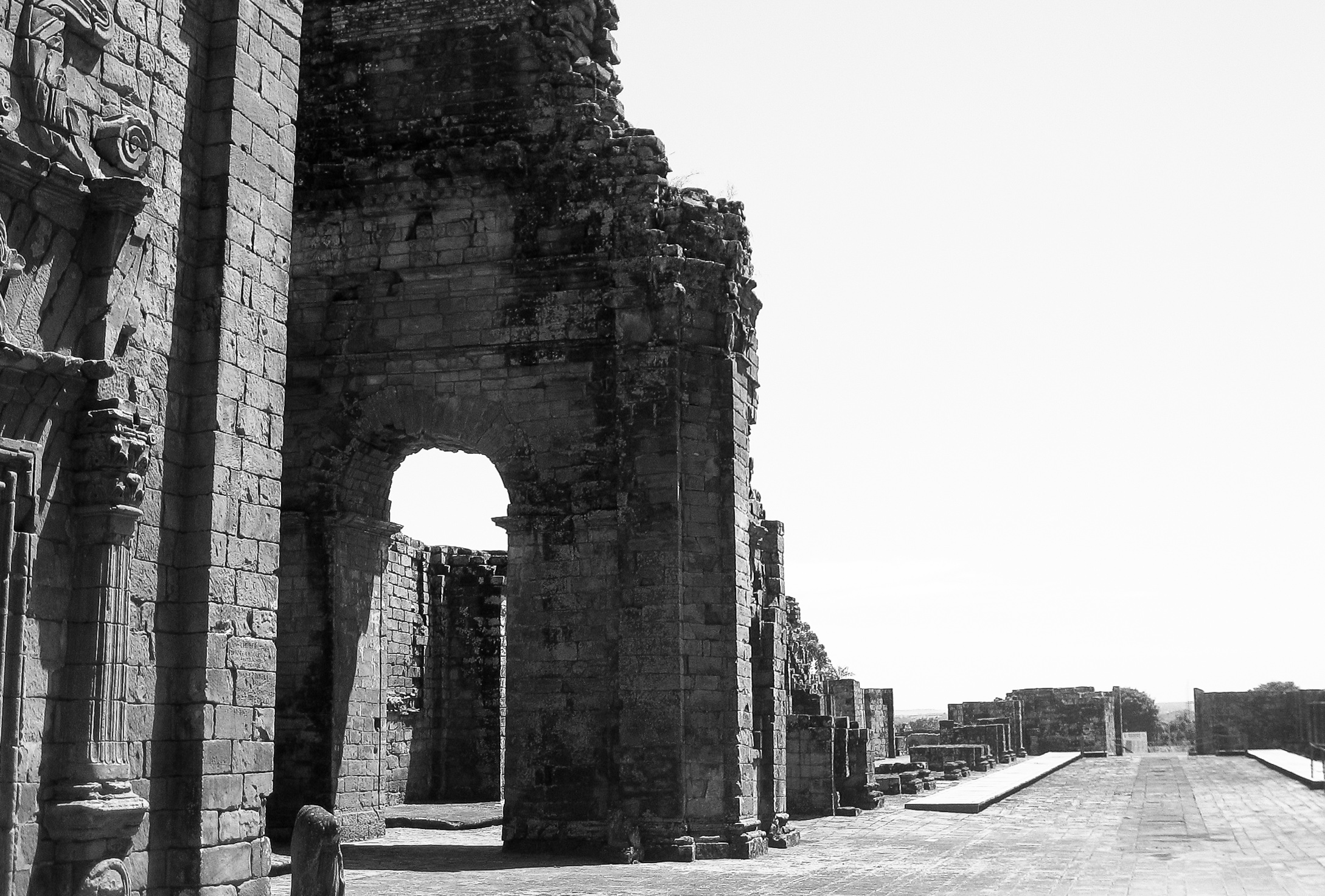 encarnacion_jesuit-missions-7595-section-of-ruin-with-arch.jpg