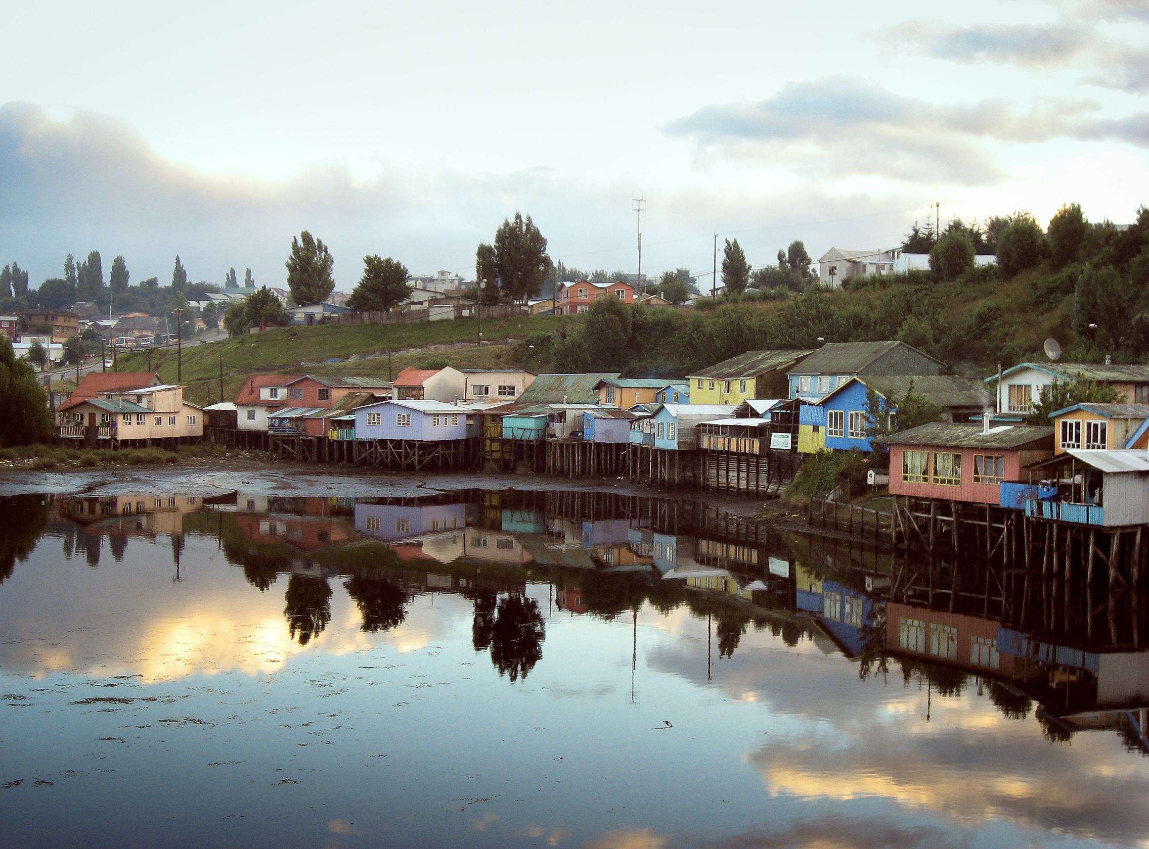 los-lagos_chiloe_castro_town_cathedral_los-palafitos-1029-los-palafitos-eveningtime.jpg