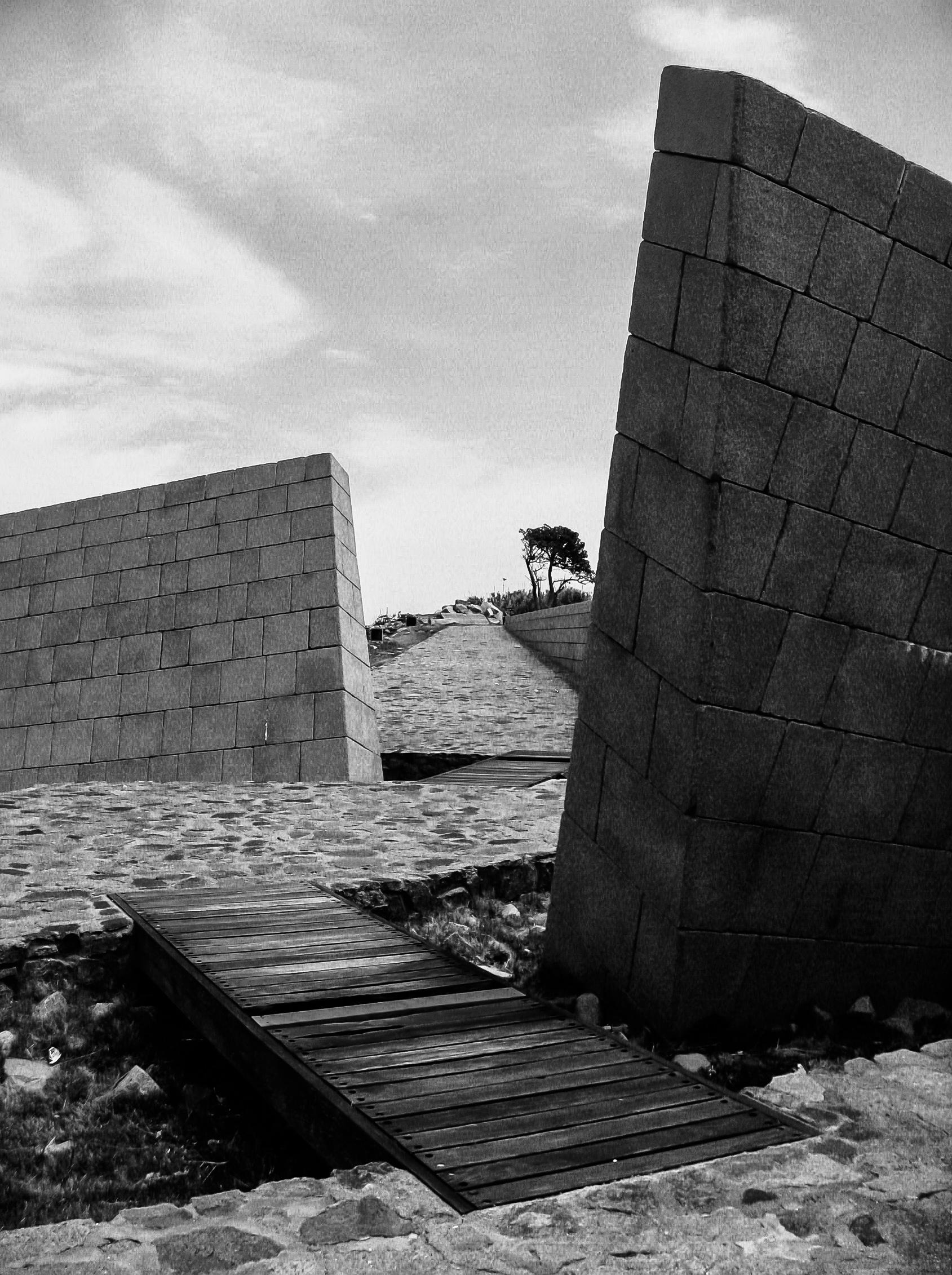 montevideo-6564_sloping-brick-wall-passage.jpg
