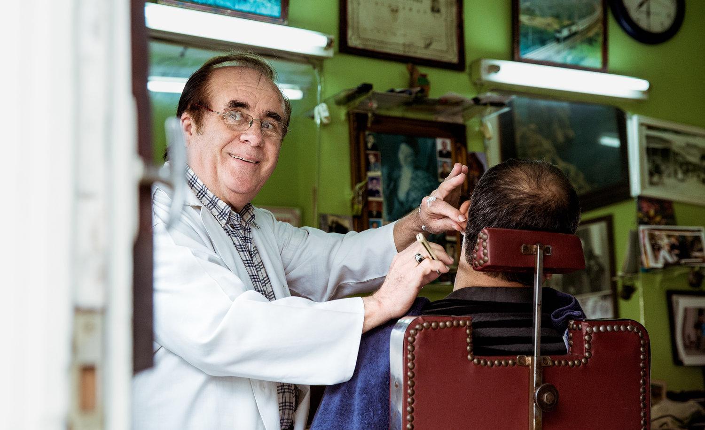 istanbul_yedikule_barbers-1905-barber-shaving-customer.jpg