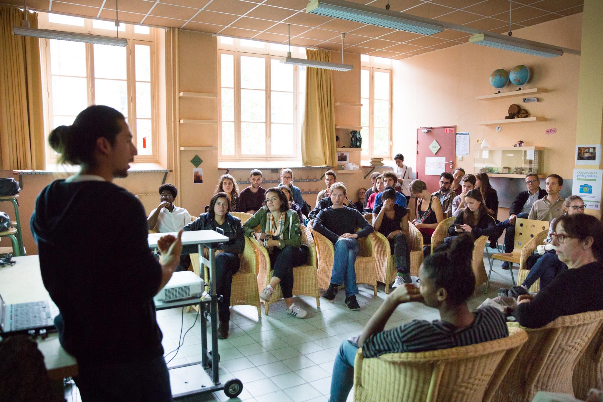 f_04_maison-acteurs-du-paris-durable_salle-2_34336-spectators-and-guests.jpg