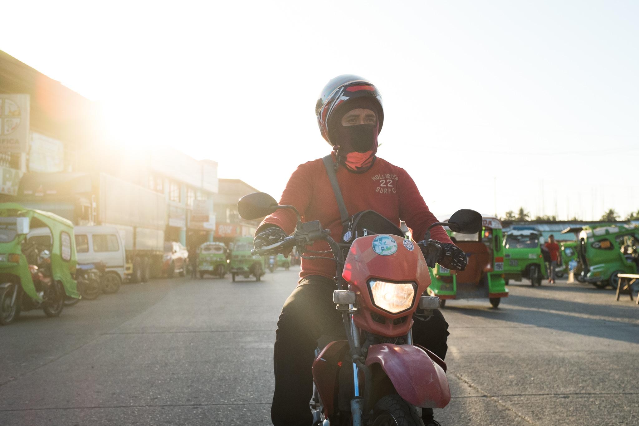 3157-philippines_scooter-biking.jpg