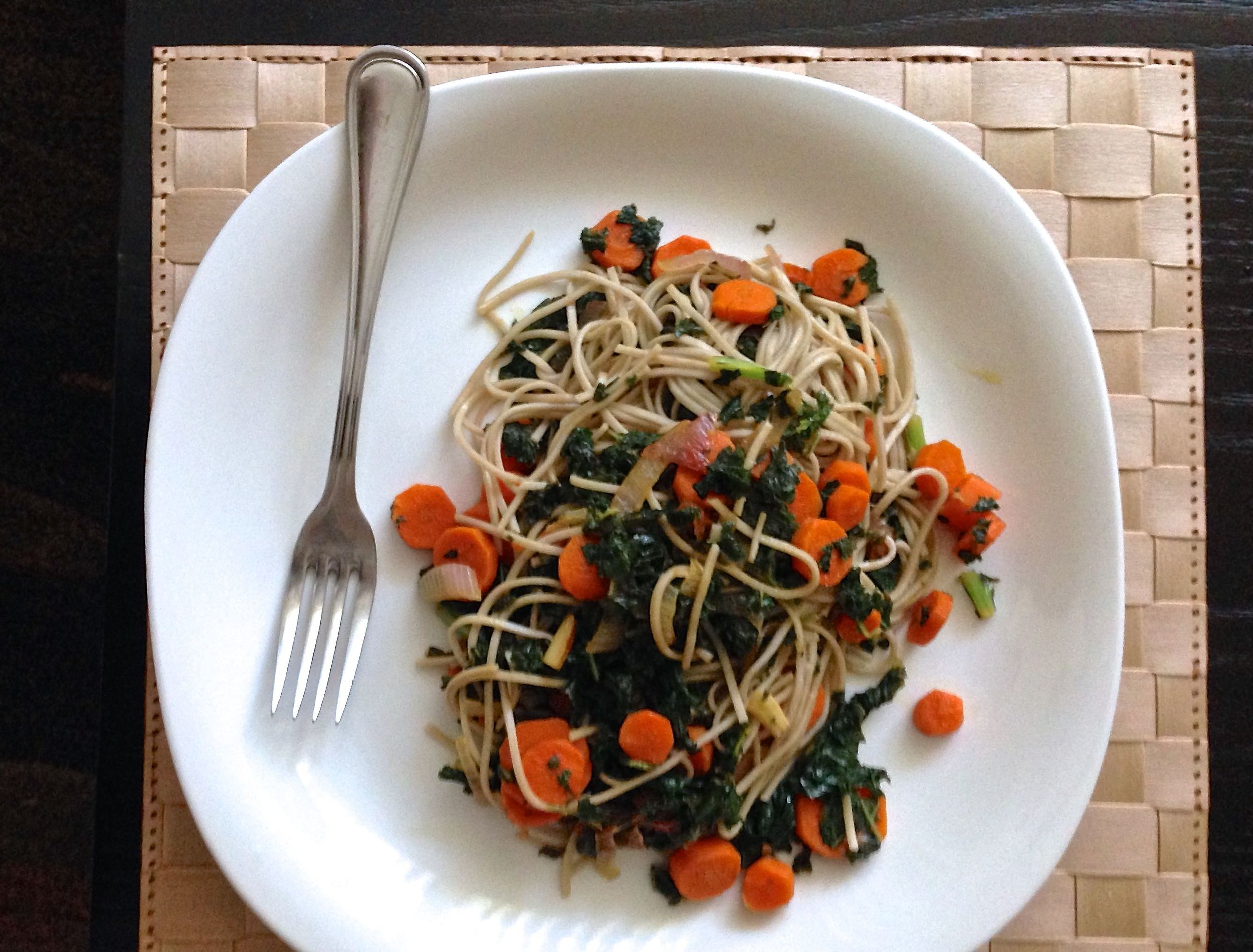 Soba noodles with kale, carrots and tamari