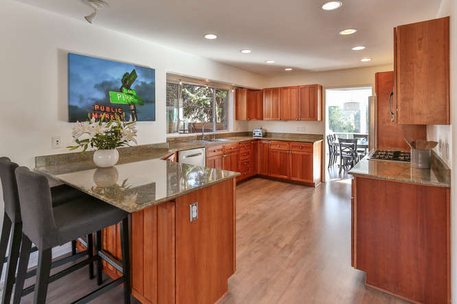 126 11th Ave Kirkland WA 98033-small-007-7-Kitchen-666x444-72dpi.jpg