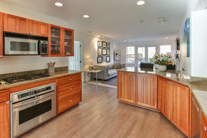 126 11th Ave Kirkland WA 98033-small-008-8-Kitchen-666x444-72dpi.jpg