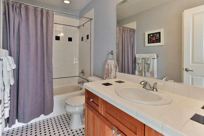 126 11th Ave Kirkland WA 98033-small-013-13-Upper Level  Bathroom-666x444-72dpi.jpg