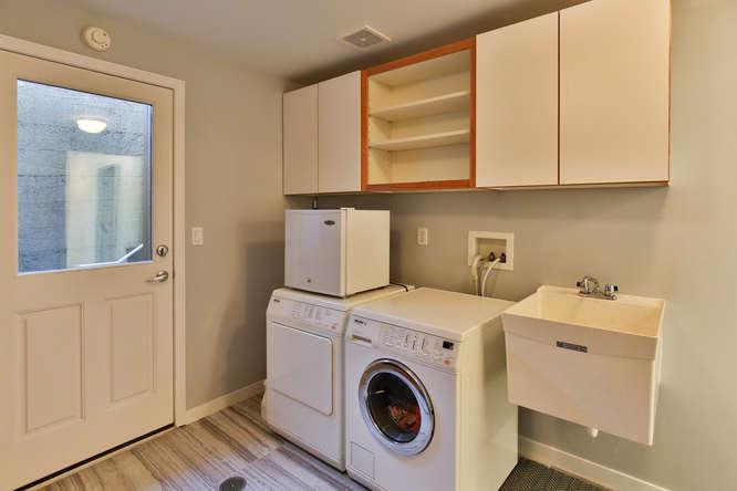 126 11th Ave Kirkland WA 98033-small-019-2-Laundry-666x444-72dpi.jpg