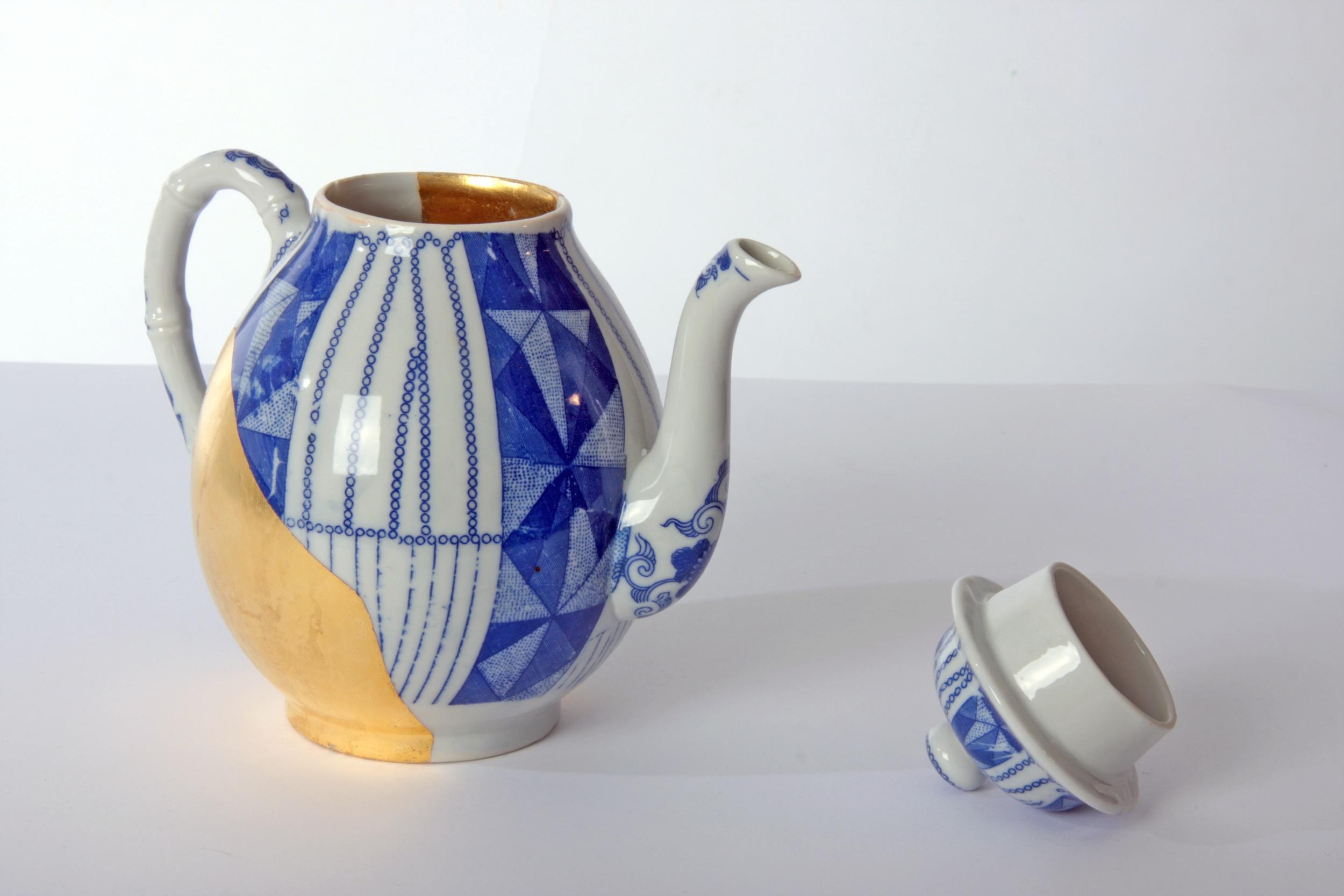 The golden tea pot.jpg