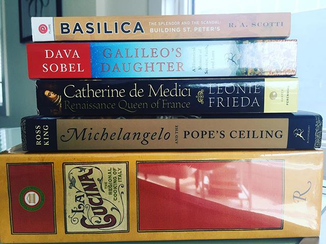 Did you know that Catherine de Medici popularized ice cream? 🍦🍨 We learned this in one of the books we bought after returning from Italy. This was our haul last year 😊 Do you guys ever get home from a trip and then buy every book available on that country? #bookworm #coneorcup