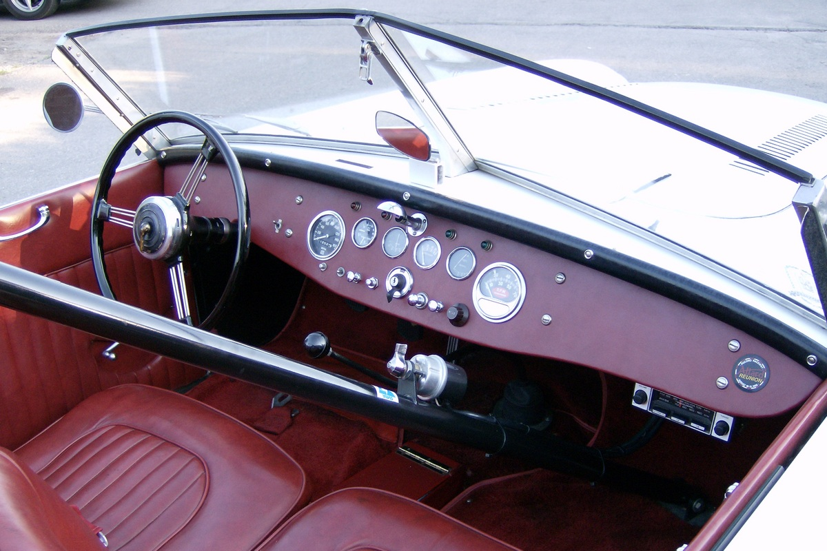 3166 interior rt HPIM0632.jpg