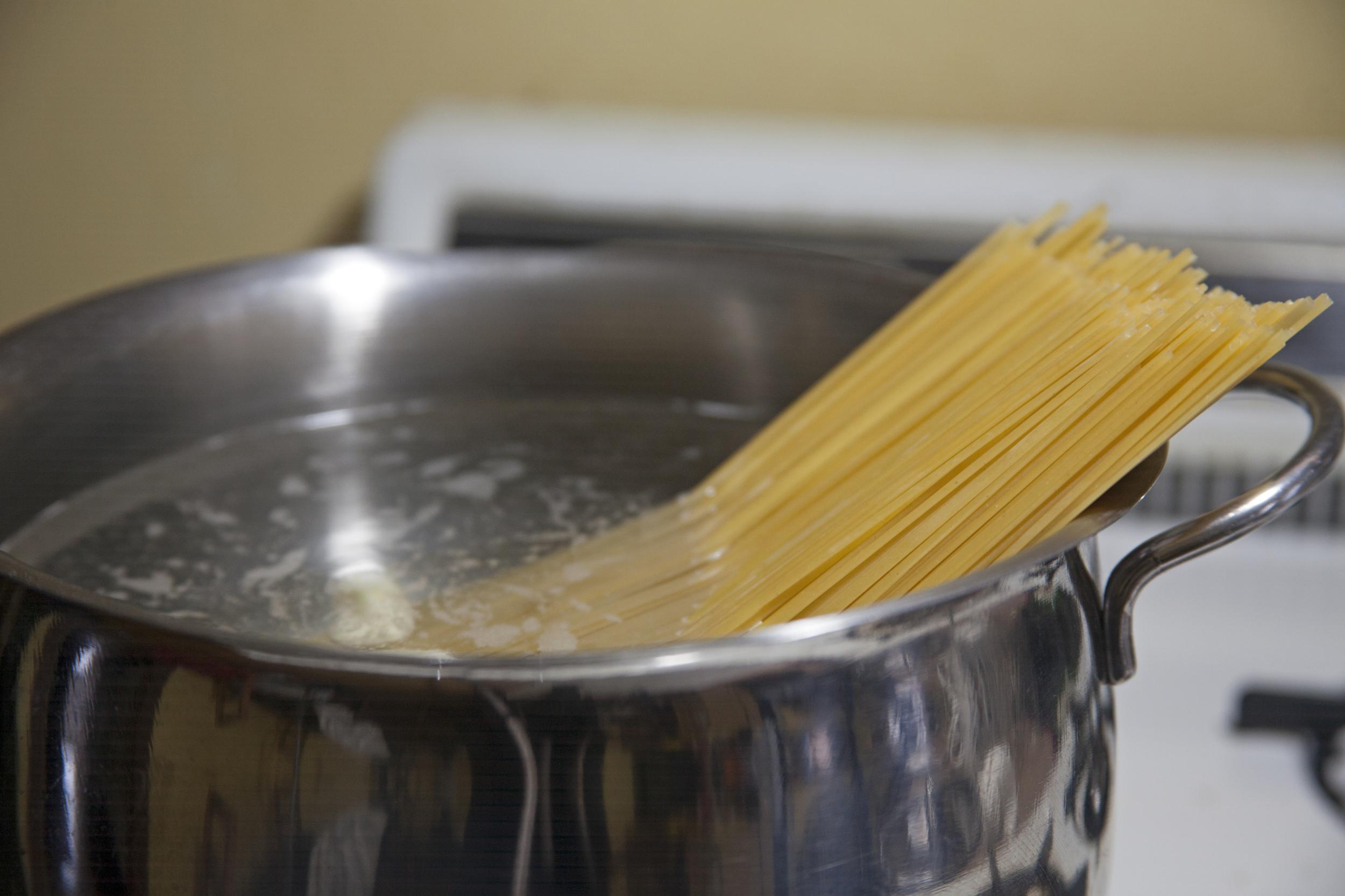 Spaghetti in water.jpg