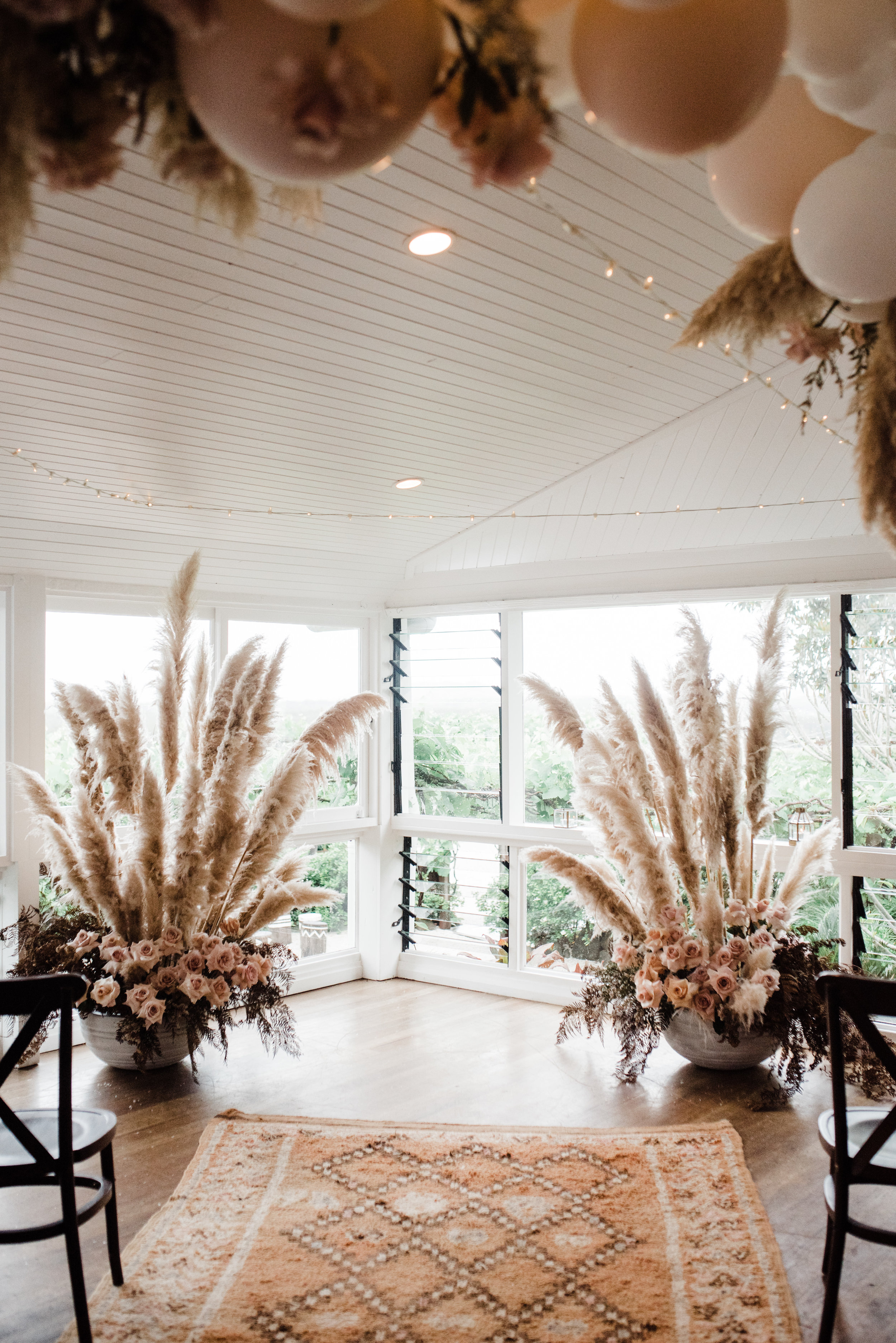Florals - Wilderness Flowers | Photo - Pineapple Images