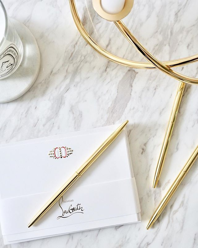We're back and we're getting our thank you letters written! Our gold pens are still some of our best sellers and they make the perfect stocking fillers ✨🎄Currently on sale on #notonthehighstreet . . . #skandidesign #goldpens #stockingfillers #gifts #christmas #christmasgifts #luxurystationery #nothschristmas #pens #stationery