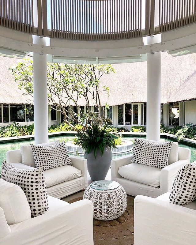 Dreaming of warmer days 💭☀️ . . . #interiordesign #interiorinspiration #kellyhoppen #design #mauritius #luxgrandgaube #honeymoon #hotelinteriors #travel