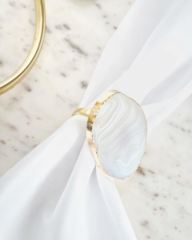 This weeks best seller ✨ White agate napkin rings with a beautiful gold trim. Perfect for dinner parties this weekend 🥂 . . . #skandiesign #agate #agateaccessories #dinnerpartydecor #tablescapes #tablescapestyling #gift #bestseller #interioraccesories #giftsforher #whiteagate #napkinrings #whiteandgold #weddingdecor