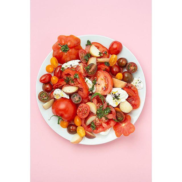 Pomodori freschi e mozzarella di bufala #summerfood #piattorosso #easybreezedays #goldaniontour